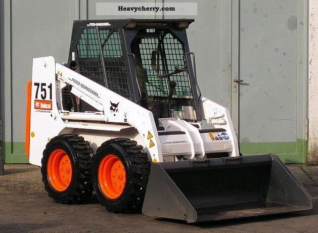 Where to find SKID LOADER S751 OPEN CAB in Centerville